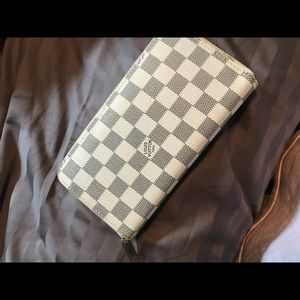 Louis Vuitton Wallet !!